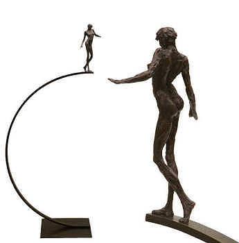 Elfried | bronzen beeld van een vrouw van Anita Franken | Exclusieve kunst online te koop in de webshop van Galerie Wildevuur