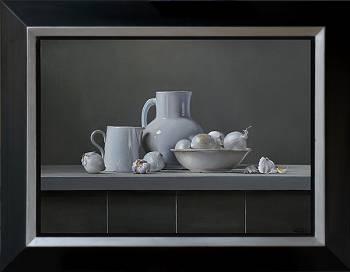 Witte uien met aardewerk | stilleven schilderij in olieverf van Dirk Bal | Exclusieve kunst online te koop in de webshop van Galerie Wildevuur