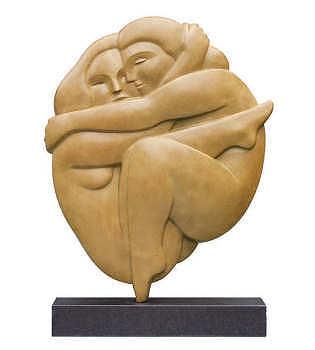 Omhelzing | bronzen beeld van een man en vrouw van Erwin Meijer | Exclusieve kunst online te koop in de webshop van Galerie Wildevuur