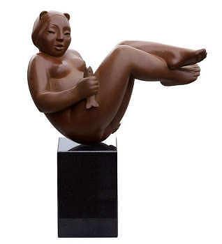 Visje | bronzen beeld van een liggende vrouw van Erwin Meijer | Exclusieve kunst online te koop in de webshop van Galerie Wildevuur