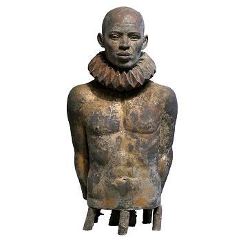 Man met kraag | bronzen model beeld van Erwin Meijer | Exclusieve kunst online te koop in de webshop van Galerie Wildevuur