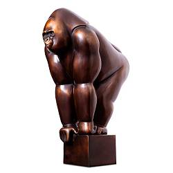 Gorilla | small animal sculpture in bronze by Frans van Straaten now for sale online! ✓Highest quality & service ✓Safe payment ✓Free shipping