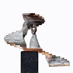 Upstairs | bronzen beeld van een vrouw van Frans van Straaten | Exclusieve kunst online te koop in de webshop van Galerie Wildevuur