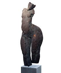 Staande tors I | bronzen beeld van een vrouw van Gerard Engels | Exclusief kunstwerk online te koop in de webshop van Galerie Wildevuur