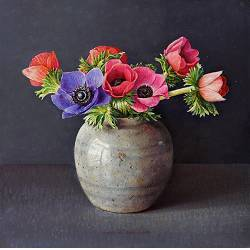 Rozenbottels met kimonoman | stilleven schilderij in olieverf van Ingrid Smuling | Exclusieve kunst online te koop in de webshop van Galerie Wildevuur