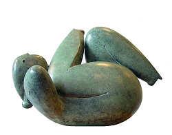 Lazy Sunday | bronzen beeld van een liggende vrouw van Jan de Graaf | Exclusieve kunst online te koop in de webshop van Galerie Wildevuur
