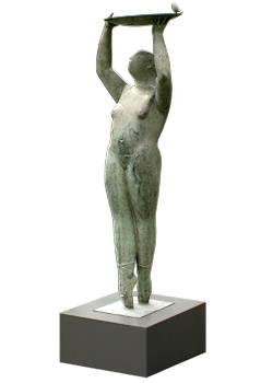 Marie | bronzen beeld van een vrouw met vogel van Jan de Graaf | Exclusieve kunst online te koop in de webshop van Galerie Wildevuur