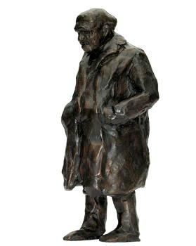 Dikke man | bronzen beeld van een oude man met lange jas van Maja van Berkestijn | Exclusieve kunst online te koop in de webshop van Galerie Wildevuur