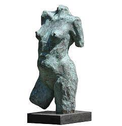 Torso | bronzen beeld van een vrouwen tors van Maja van Berkestijn | Exclusieve kunst online te koop in de webshop van Galerie Wildevuur