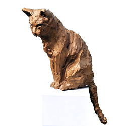 Cat | animal sculpture in bronze by Maja van Berkestijn now for sale online! ✓Highest quality & service ✓Safe payment ✓Free shipping