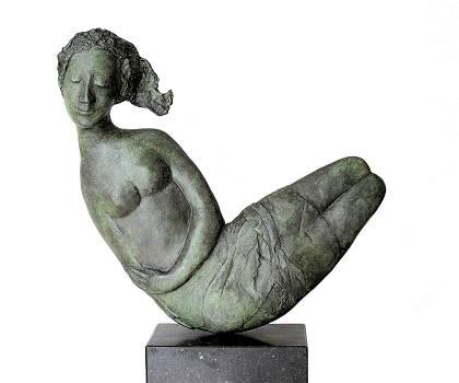 Luna | bronzen beeld van een vrouw van Marion Visione koopt u nu online! ✓Hoogste kwaliteit & service ✓Veilig betalen ✓Gratis verzending