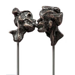 Kiss | model sculpture in bronze by Natasja Bennink now for sale online! ✓Highest quality & service ✓Safe payment ✓Free shipping