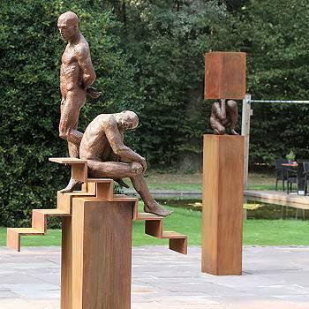 Sursum deorsum | model beeld in brons van Philippe Timmermans | Exclusieve kunst online te koop in de webshop van Galerie Wildevuur