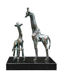 Giraffe with young | animal sculpture in bronze by Piets Althuis now for sale online! ✓Highest quality & service ✓Safe payment ✓Free shipping