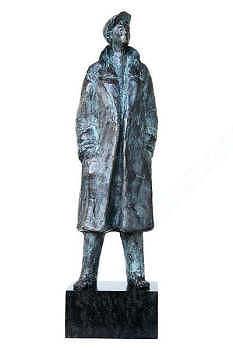 Man in jas II | bronzen beeld van van Piets Althuis | Exclusieve kunst online te koop in de webshop van Galerie Wildevuur