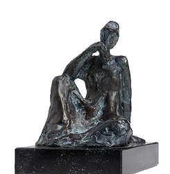 Zittend meisje II | bronzen beeld van een vrouw van Piets Althuis | Exclusieve kunst online te koop in de webshop van Galerie Wildevuur