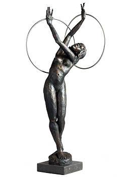 Corpus Circulus | beeld van een danseres in brons van Romee Kanis | Exclusieve kunst online te koop in de webshop van Galerie Wildevuur