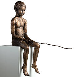Small fisher | sculpture of a boy with fishing rod in bronze by Romee Kanis | Exclusive Dutch Master Art | Shop the best artworks online now