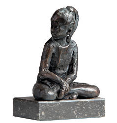 Kirha | sculpture of a sitting girl in bronze by Romee Kanis now for sale online! ?Highest quality & service ?Safe payment ?Free shipping
