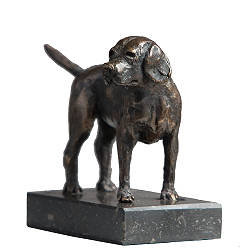 Beagle | sculpture of a dog in bronze by Romee Kanis now for sale online! ✓Highest quality & service ✓Safe payment ✓Free shipping